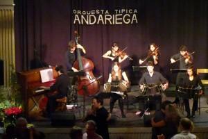 bild på Orquesta Típica Andariega när de spelade på Ungdomens Hus 12 oktober 2013.